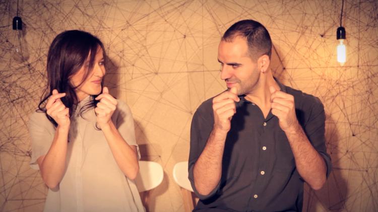 Santi i Mariona Duet durant el rodatge de la coreografia de percussió corporal 'In the box'